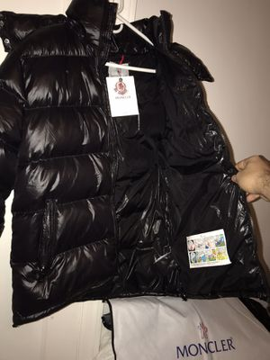 Moncler Maya Jacket Size 4 for Sale in Queens, NY