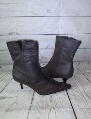 Beautiful Newport News Boots , women's size 7.5 ( excellent condition ) for Sale in Frederick, MD