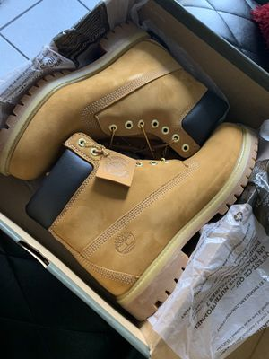 Authentic with box timberland for Sale in Miami, FL