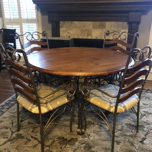 """48"""" Round Four Top Dining Table With Bakers Rack for Sale in Marietta, GA"""