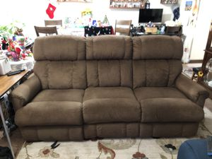 "7' Brown Couch 42"" Recline both sides . Lazy boy for Sale in Modesto, CA"
