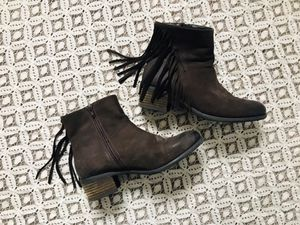 Steve Madden chocolate brown suede fringe ankle boots - size 7.5 for Sale in San Francisco, CA