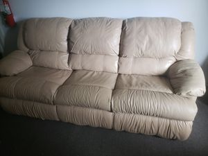 Leather couch with pull out for Sale in St. Petersburg, FL