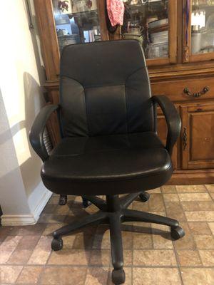 Silla de escritorio en muy buen estado casi nueva for Sale in Pasadena, TX