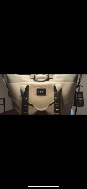 YETI PORTABLE COOLER for Sale in McConnell Air Force Base, KS