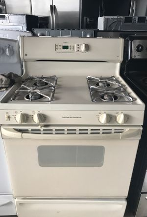 Ge,almond color gas stove for Sale in Temple Hills, MD