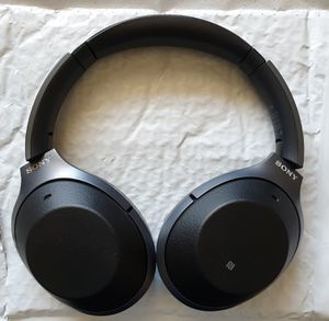 Sony WH1000XM2 Premium Noise Cancelling Wireless Headphones - Black for Sale in Willow Springs, IL