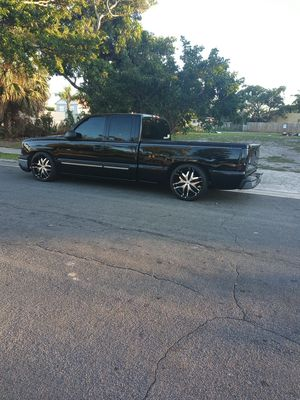 Chevy Silverado 1500. .04 129,000 en buenas condiciones for Sale in Riviera Beach, FL