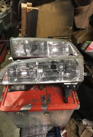 HeAdlights hondA accord 95 to 99 good bulbs to for Sale in Vallejo, CA