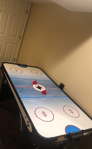 Air hockey table for Sale in Commerce Charter Township, MI