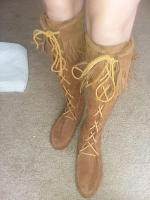 Size 8 minnetonka boots for Sale in San Antonio, TX