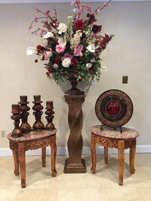 Very beautiful gorgeous coffee table sets 2 side table and 1 coffee table for Sale in Troy, MI
