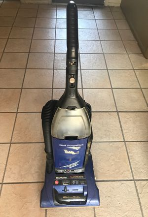 Hoover wind tunnel amazing suction vacuum for Sale in Tampa, FL