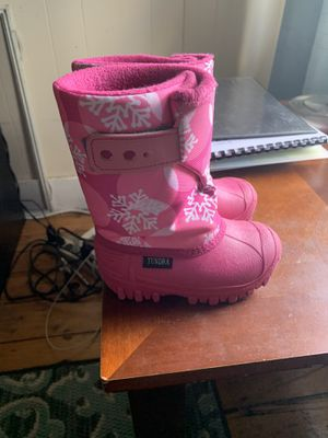 Size 7 toddler girl snow boots for Sale in East Providence, RI