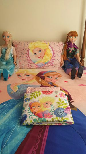 Frozen bedset, curtains, full size dolls for Sale in Carrollton, VA