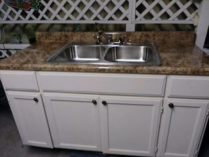 Kitchen cabinet 5 feet for Sale in Long Beach, CA