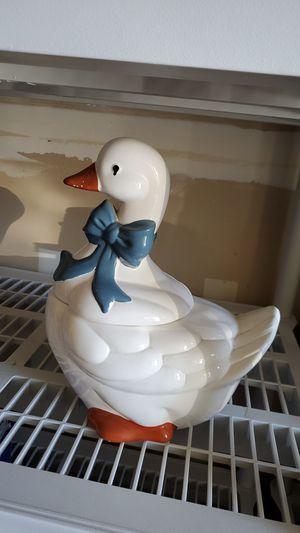 Goose cookie jar. for Sale in Fresno, CA