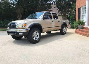 Urgent for sale.Beautiful 2001 Toyota Tacoma Needs.Nothing 4WDWheelss for Sale in Columbus, OH