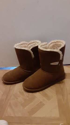 Brown NEW BEARPAW boots size 9 for Sale in Wilmington, CA