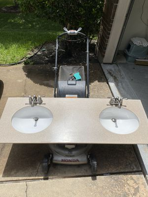 Bathroom counter with sinks and faucet for Sale in Richmond, TX