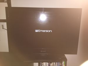 32 inch Emerson tv with original remote for Sale in Charlotte, NC