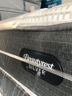 Simmons Silver Mattress Queen for Sale in Las Vegas, NV