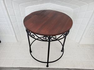 Round Side Table, wood top metal frame for Sale in Hazard, CA