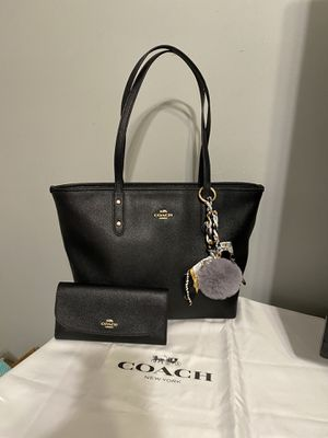 Coach tote bag with matching wallet for Sale in Westminster, CA