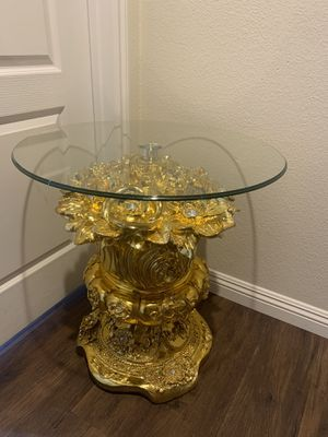 Round coffee/ side table for Sale in Las Vegas, NV