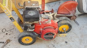 Yard edger with Honda motor on it for Sale in Las Vegas, NV