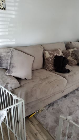 2 Piece Sectional for Sale in Tampa, FL