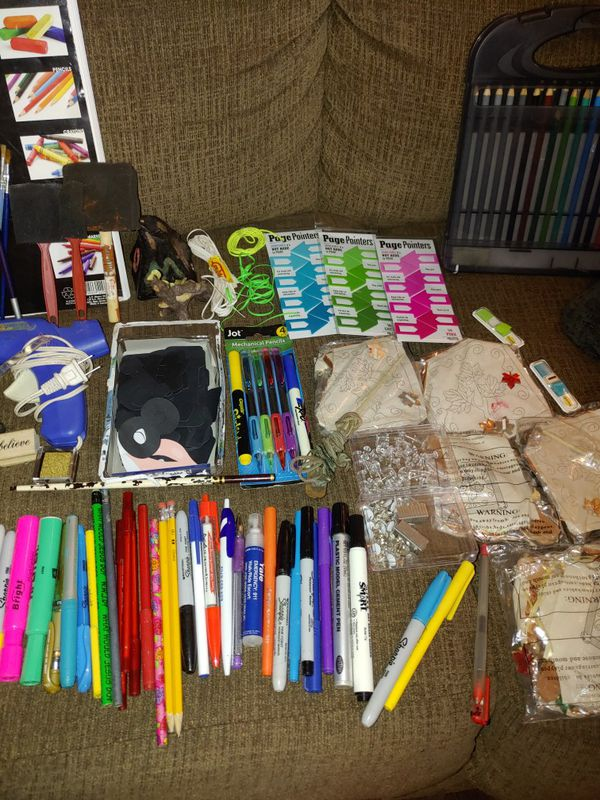 Arts & Crafts Markers/colored pencils/Sketchbook/paintbrushes n more
