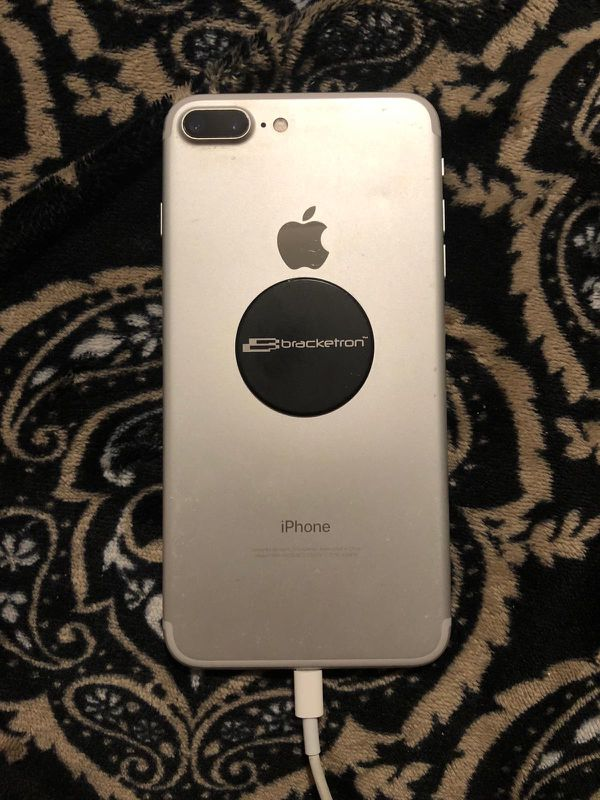 iPhone 7 Plus 256gb unlock for any carrier everything work just an small dent on the back and some scratches