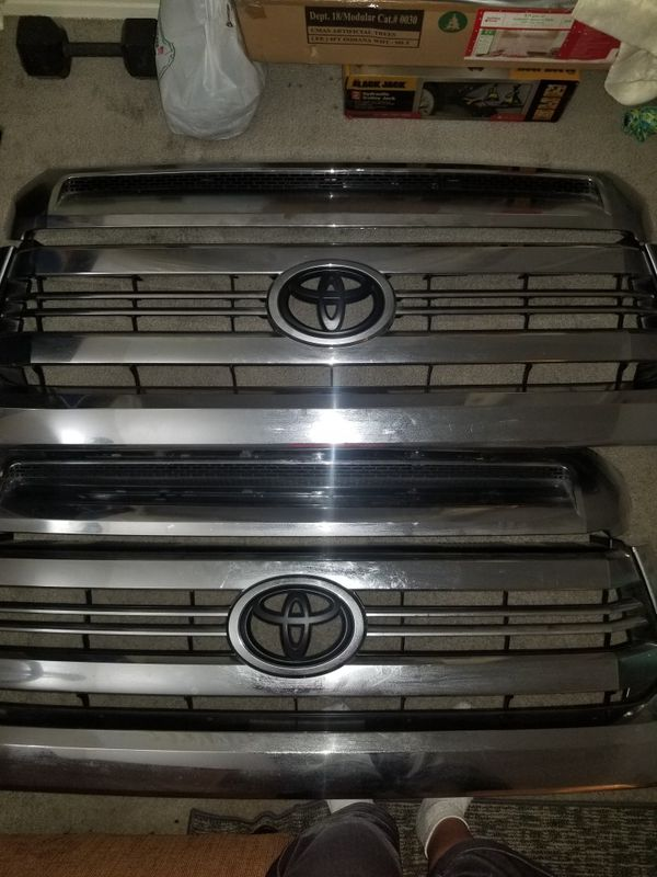 2017 Toyota Tundra grille with hood bulge