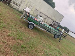Jon boat with 19hp johnson for Sale in Fort Meade, FL