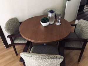 ROUND TABLE/ 4 chairs for Sale in Los Angeles, CA