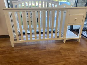 Sorelle Brittany Crib 4 in 1 + Changing Table for Sale in Houston, TX