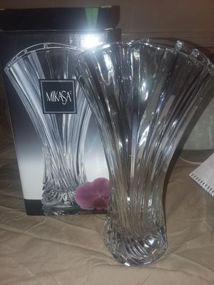 """Mikasa Flores Crystal Vase 10"""" WX056/623 for Sale in Harpers Ferry, WV"""