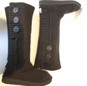 CARDY CLASSIC UGG BOOTS SIZE 8 for Sale in Silver Spring, MD