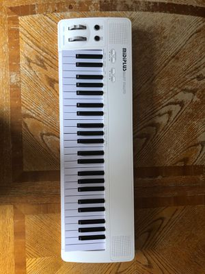 Midiplus easy piano USB, MIDI, or battery powered for Sale in Hoffman Estates, IL