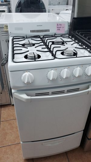 Hotpoint stove white for Sale in Bellflower, CA