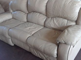 leather couch reclinable for Sale in Orlando,  FL