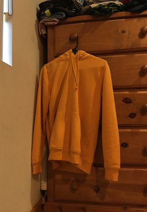 PLAIN YELLOW HOODIE SIZE SMALL for Sale in Los Angeles, CA