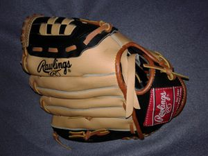 RAWLINGS YOUTH BASEBALL / T-BALL GLOVE for Sale in Manteca, CA
