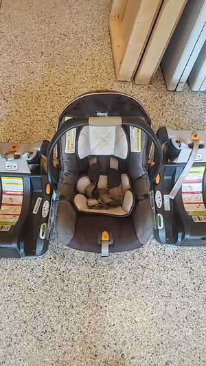 Chicco car seat with 2 bases for Sale in Inverness, IL