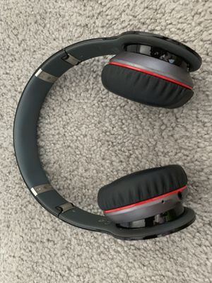 Bluetooth headphones from dr Dre. Original from Apple store. for Sale in Sausalito, CA