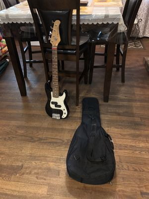 Giutar (Bass) J Reynolds, youth size, good condition. for Sale in Chesapeake, VA