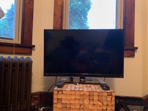 """Vizio TV 28"""" for Sale in Pittsburgh, PA"""