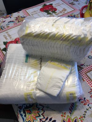 Diapers. Pampers swadlers size 1 (105) for Sale in Pompano Beach, FL
