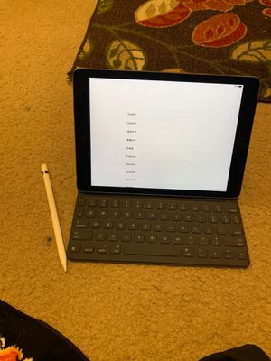 Apple iPad 9.7 with keyboard and apple pen for Sale in Evansville, IN